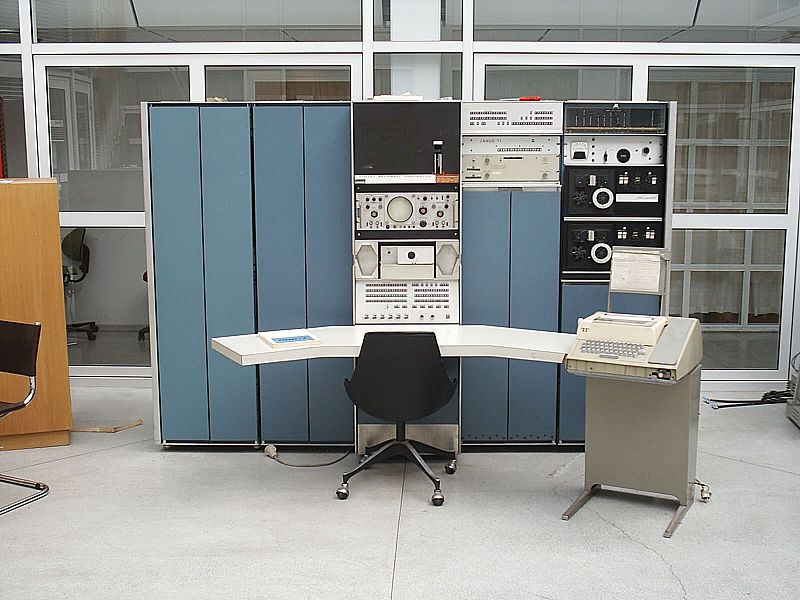 Operating systems in their infancy, the PDP-7 minicomputer